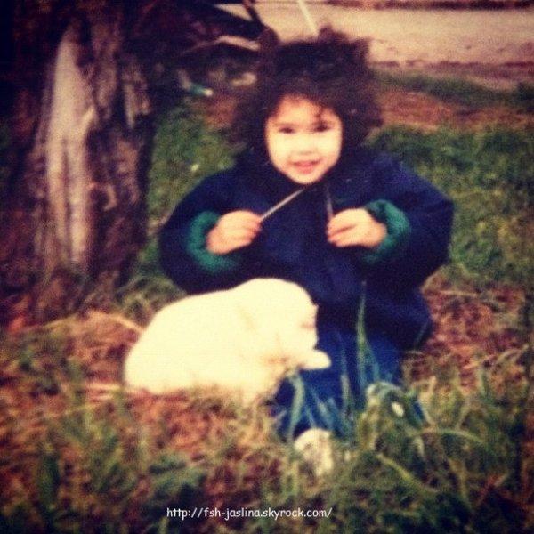Jasmine Villegas petite avec son frère JDrew et une chanson qu'ils ont faite ensemble :)