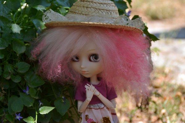 Séance photo de Kotori avec un petit chapeau