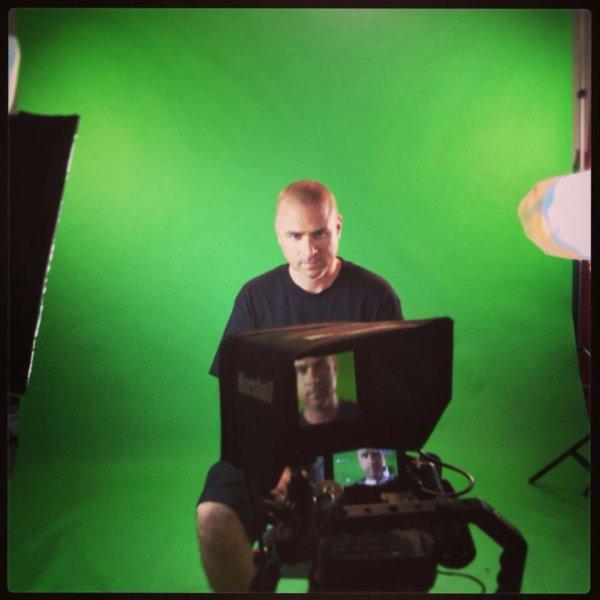 En préparation d'un nouveau vidéoclip pour la chanson Salute