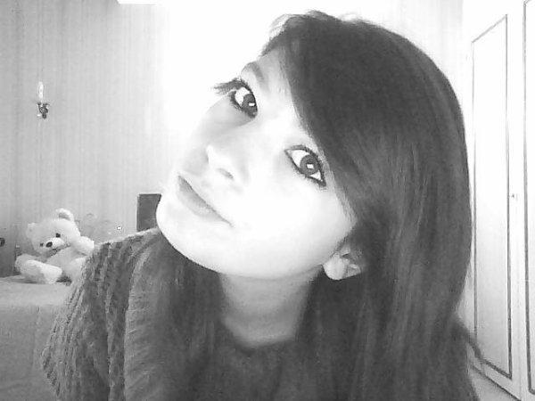Et ton regart me fesait sourire, avec toi j'avais un bel avenir ..♥