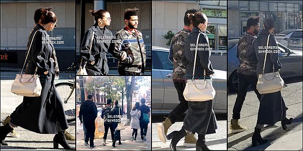 ○ Selena à été vu en compagnie d'Abel  Vancouver, au Canada. Le 05 / 10 / 2017. Domage qu'on ne voit pas sa tenue en entier. je lui donne donc un Bof et Vous ?