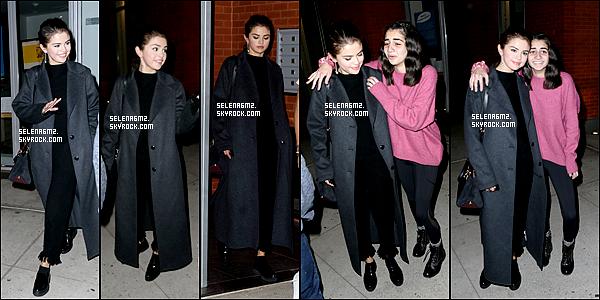 ○ Selena à été vu quittant son appartement à New York. Le 21 / 10 / 2017. Sa tenue est simple mais sa lui va bien. Je lui donne un Top et Vous ?