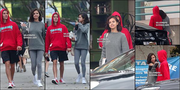 ○ Selena se rendant puis quittant la salle de sport à Los Angeles. Le 01 / 11 /2017. Sa tenue est très simple mais en même temps c'est une tenue de sport. Je lui donne un Bof et Vous ?
