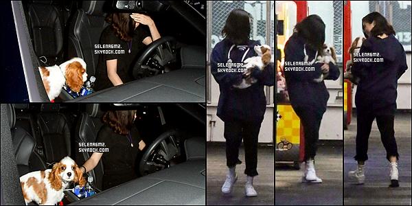 """○ Selena arrivant puis quittant """" Hot Pilates """" à West Hollywood. Le 11 / 11 /2017. Sa tenue est très simple mais j'aime bien. Je lui donne un Top et Vous ?"""