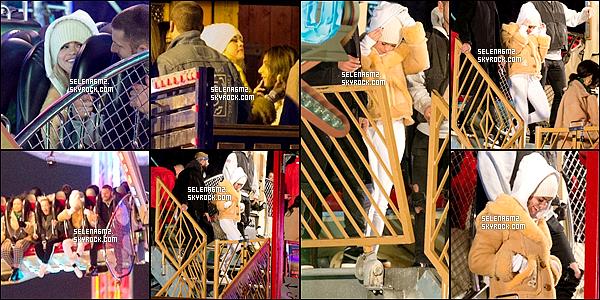 ○ Selena à été vu dans un parcs d'attraction à Londres. Le 03 / 12 / 2017. J'aime beaucoup sa tenue, elle est simple mais sa lui va bien. Je lui donne un Top et Vous ?
