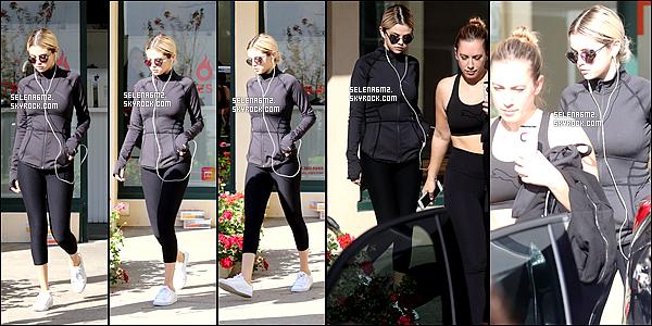 """○ Selena à été vu quittant """" Hot Pilates """" à West Hollywood. Le 19 / 12 / 2017. Sa tenue est très simple mais sa lui va bien. Je lui donne un Top et Vous ?"""