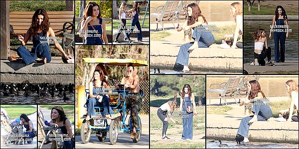 """○ Selena arrivant puis quittant le restaurant Méxicain """" Casa Vega """" à Los Angeles. Le 02 / 02 / 2018.  J'aime beaucoup sa tenue, elle est simple mais sa lui va bien. Je lui donne un Top et Vous ?"""