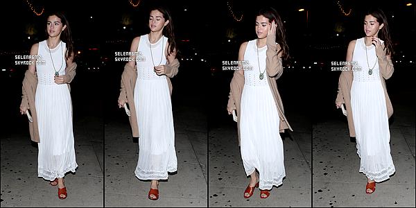 ○ Selena à été vu plusieurs fois de sortie dans Los Angeles. Le 09 / 02 / 2018. J'aime beaucoup sa tenue, sa robe est simple mais jolie. Je lui donne un Top et Vous ?
