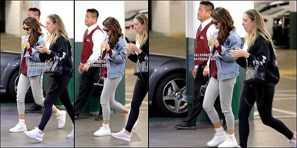 ○ Selena était de sortie dans Los Angeles. Le 16 / 02 / 2018. J'aime bien sa tenue, elle est simple mais sa lui va bien. Je lui donne un Top et Vous ?