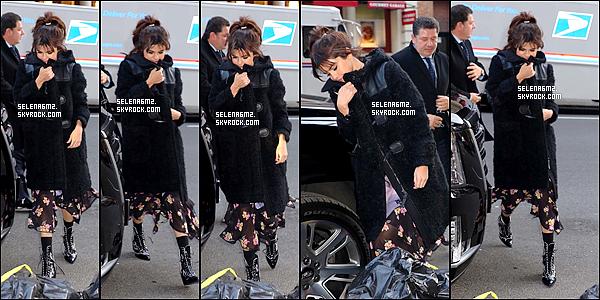 """○ Selena à été vu arrivant puis quittant le défilé """" COACH FW18 """" à New york. Le 13 / 02 / 2018. J'aime beaucoup sa tenue, c'est simple mais classe. Je lui donne un Top et Vous ?"""