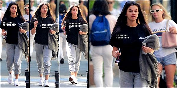 ○ Selena à été vu plusieurs fois dans New York. Le 09 / 07 / 2018. J'aime bien sa tenue, elle est simple mais sa lui va bien. Je lui donne un Top et Vous ?