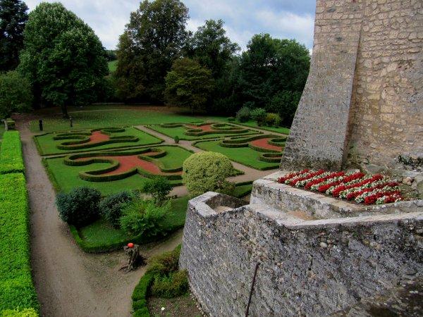 Petite session au Château de Virieu (38), ainsi que des ½uvres contemporaines présentes (dont je n'ai pas retrouvé les noms des auteurs), pour les journées du patrimoine 2013
