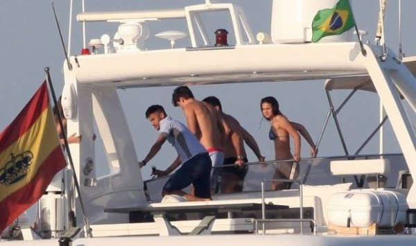Neymar & Bruna Marquezine à Ibiza