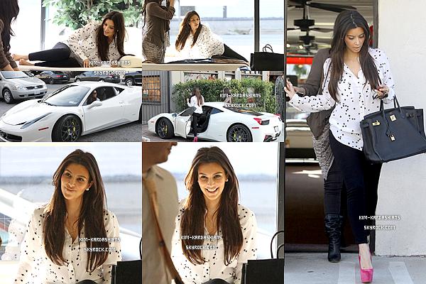 .  19/02/12 : Kim et une amie à elle ont étés photographié faisant du shopping à Los Angeles.   J'aime beaucoup sa tenue, surtout son chemisier lui va très bien, par contre je n'aime pas trop ses chaussures. .