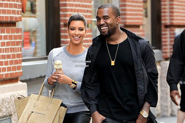 .  20/06/2013 : Kim Kardashian et Kanye West ont dévoilés le prénom de leurs petite fille qui s'appelle: North !!!  Ils l'ont appelée North pour faire un jeu de mot avec le nom de famille de Kanye (North West) et le surnon de leurs petite fille sera Nori.   .