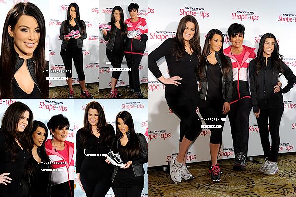 .  22/11/2010 : Kim, Khloé, Kourtney et Kris était présente pour représenter la collection de basket «Skechers» .  J'aime sa tenue, même si elle est simple. Kim était magnifique. Un top ! En dessous Kim a fait une publicité pour les baskets Skechers. .