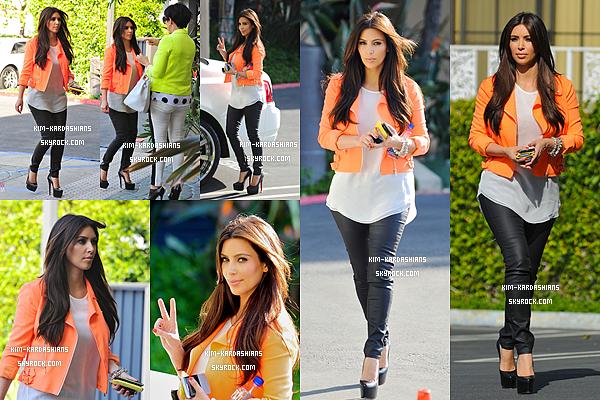 .  09/04/2012 : Kim Kardashian et Kris ( sa mère ) ont étés vu dans la ville de Los Angeles . .
