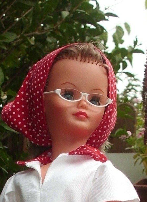 """Une bien jolie Cathie de la dernière époque vêtue de la tenue """" Bornéo""""."""