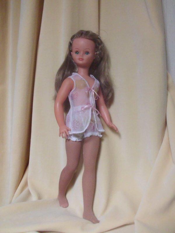 Cathie toute mimi dans sa jolie lingerie...