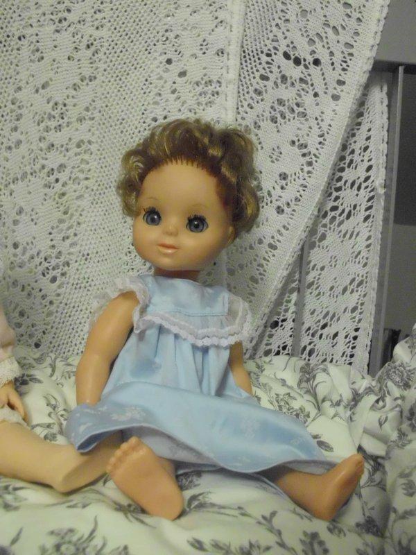Une poupée dont j'ignore tout mais je n' ai pas pu résister à sa jolie petite frimousse !