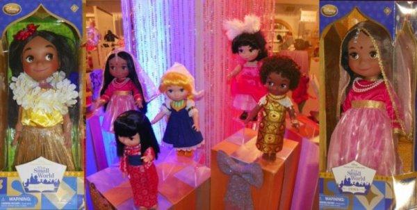 """Les poupées : """" It's a small world"""" de Walt Disney, bientôt en vente dans les parcs il me semble bien."""