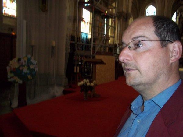 le candidat législative a l'église de caudry