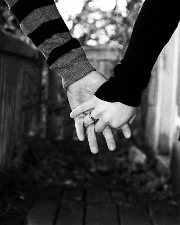 Prend ma main, et partons loin.