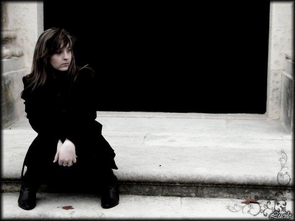 *** .: (( ℒùciile » ___ [ L` *** Fiinii les pleures. Je tOurne le dOs aux malheurs. J'iignOre la peur.  Le calme et l'amOur règne dans mOn cOeur. Le jardiin de mes pensées est en fleurs. C'est le bOnheur ! *** .: (( ℒùciile » ___ [ L` ***