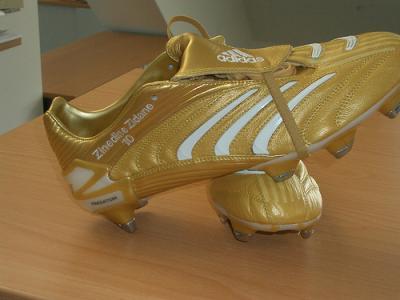 chaussure de foot de zinedine zidane,chaussure de foot valsport