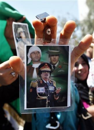 Libye / les mensonges des médias : Le QG en carton de Kadhafi