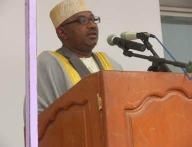 """Comores / N. Bourhane et le carburant : """"Cette hausse est bonne pour vous !"""""""