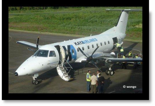 COMORES / Arrivée d'un avion assurant l'inter-île