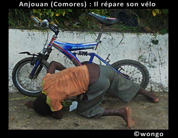 COMORES / Photo du jour : Mon vélo et moi