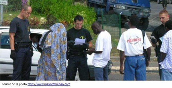 Valls veut améliorer les conditions de rétention des sans-papiers à Mayotte
