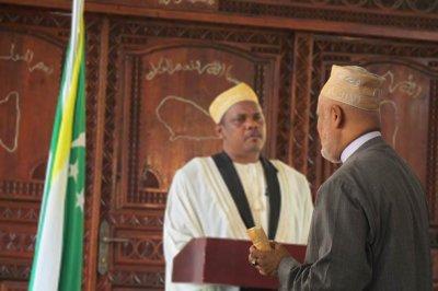 Sambi prêt à faire un chèque pour payer les fonctionnaires Comoriens
