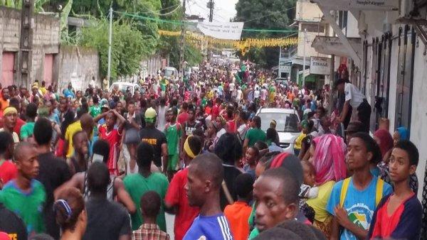 JUWA : Des milliers d'anjouanais dans les rues de Moutsa