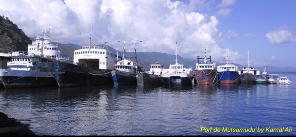 Comores : Présentation d'une pièce d'identité avant la délivrance d'un billet de voyage