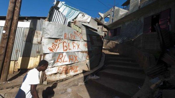 """Les """"Décasés"""" de Mayotte vivent dans la précarité"""