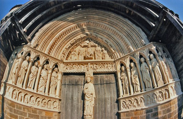 575 *  Portail de l'église de Rampillon ( 77 ).