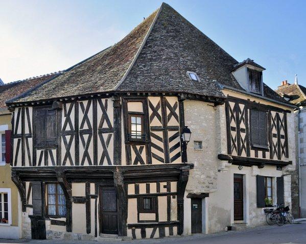 1011  *  Maison de bois. ( 1328 )