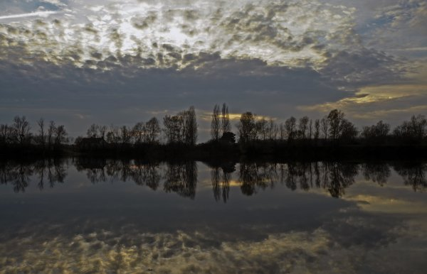 1756  *  Un soir d'automne au bord de l'eau.