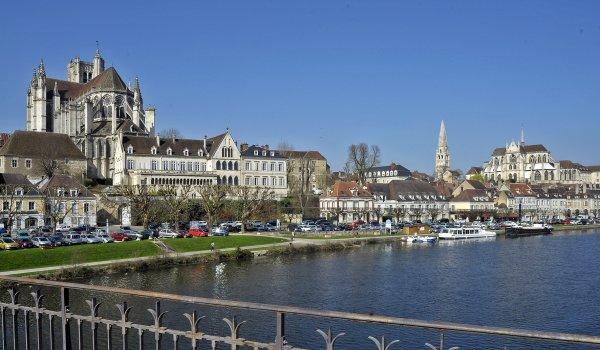 1796  *  Auxerre autrement.