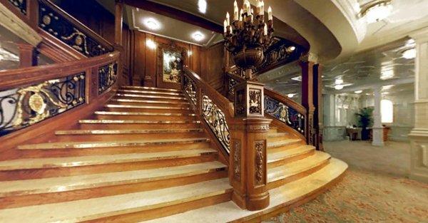 Vue de la grande escalier avant de 1ére classe du RMS Titanic