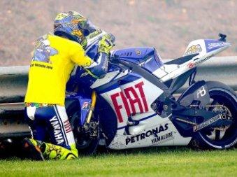 ROSSI fait ses adieux à Yamaha sur le podium