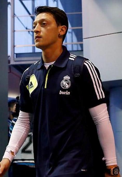 Özil élu meilleur joueur allemand par les supporters