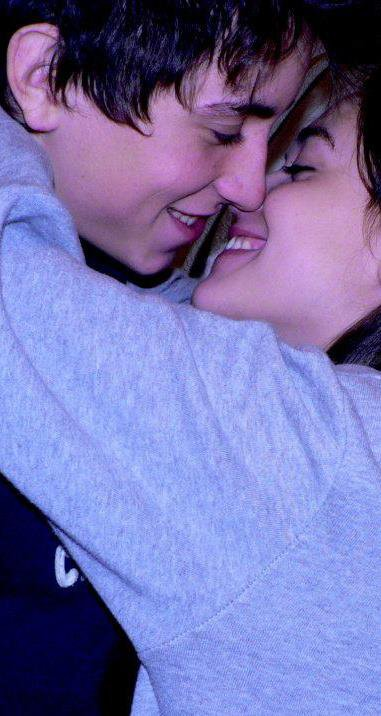 Je t'aime,Tu es tout ce que j'ai,Tout ce que j'aime, Mon essence même,Tu es ma vie, mon avenir, le soir je me perd dans tes soupirs,Je t'ai toujours cherché,Et tu ma trouvé,Mon âme soeur, Forever,Pour toi je ferais tout,Des sacrifices pour un moment a nous,Te prendre par la main,Caresser tes reins,Pour toi je ferais tout,Pour le meilleur et pour le pire,Je me perd dans tes yeux a n'en plus finir, Pour toi j'irais partout,Partout ou tu iras,Regarde moi je t'aime,Je t'aime comme ça.ღ☻