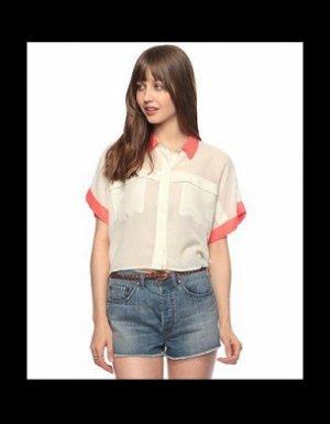 Une chemise bicolore