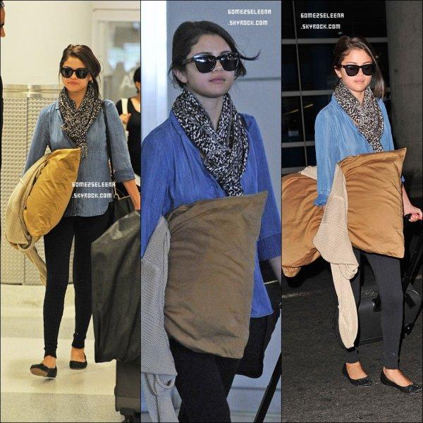 Le 08/06/12 : Selena à été aperçu à l'aéroport de LAX, Los Angeles. Top ou Flop ?