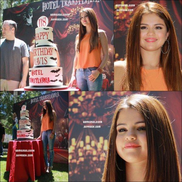 """Le 25/06/12 : Selena été à la conférence de presse du film """"Hôtel Transylvanie"""". Top ou Flop ?"""