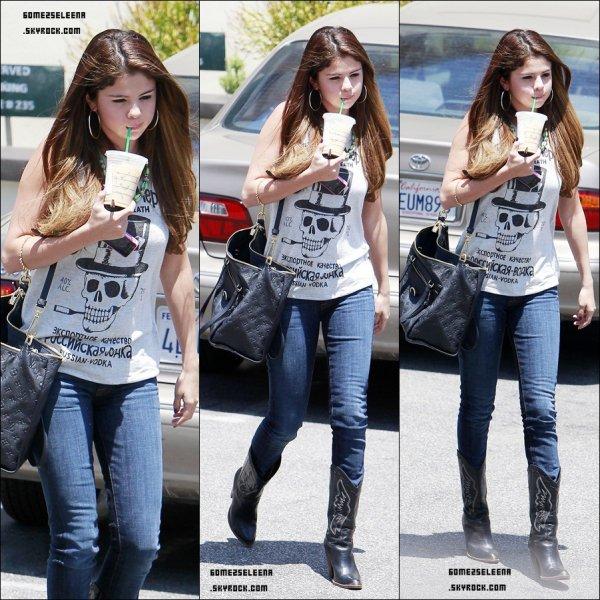 Le 02/07/12 : Selena à été vu a l'anniversaire de Ashley Tisdale avec Alfredo. Top ou Flop ?